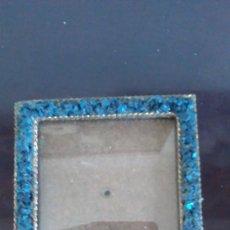 Antigüedades: MARCO PORTAFOTOS DE BRONCE Y MINERAL AZUL. Lote 75486323