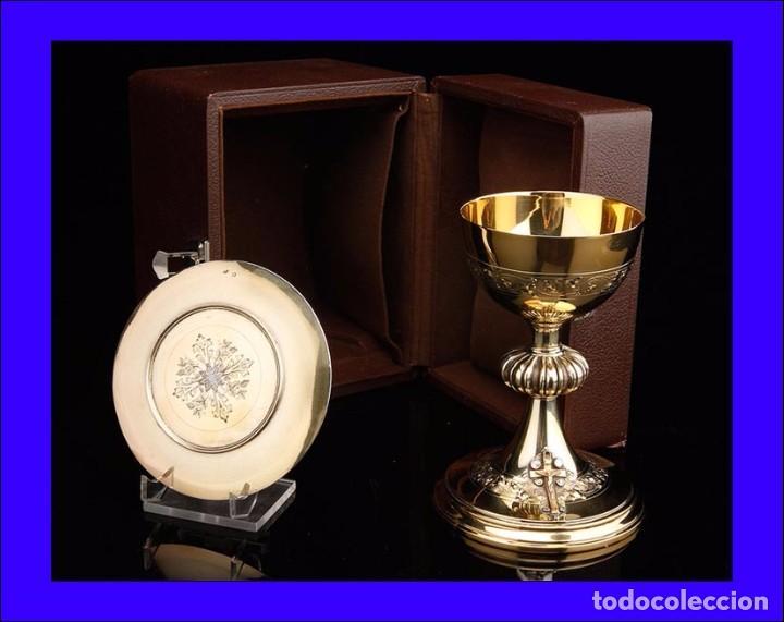 14f3bd423ef Impresionante Cáliz de Plata Maciza con Cruz de Oro y Diamantes. Con Patena.  Francia