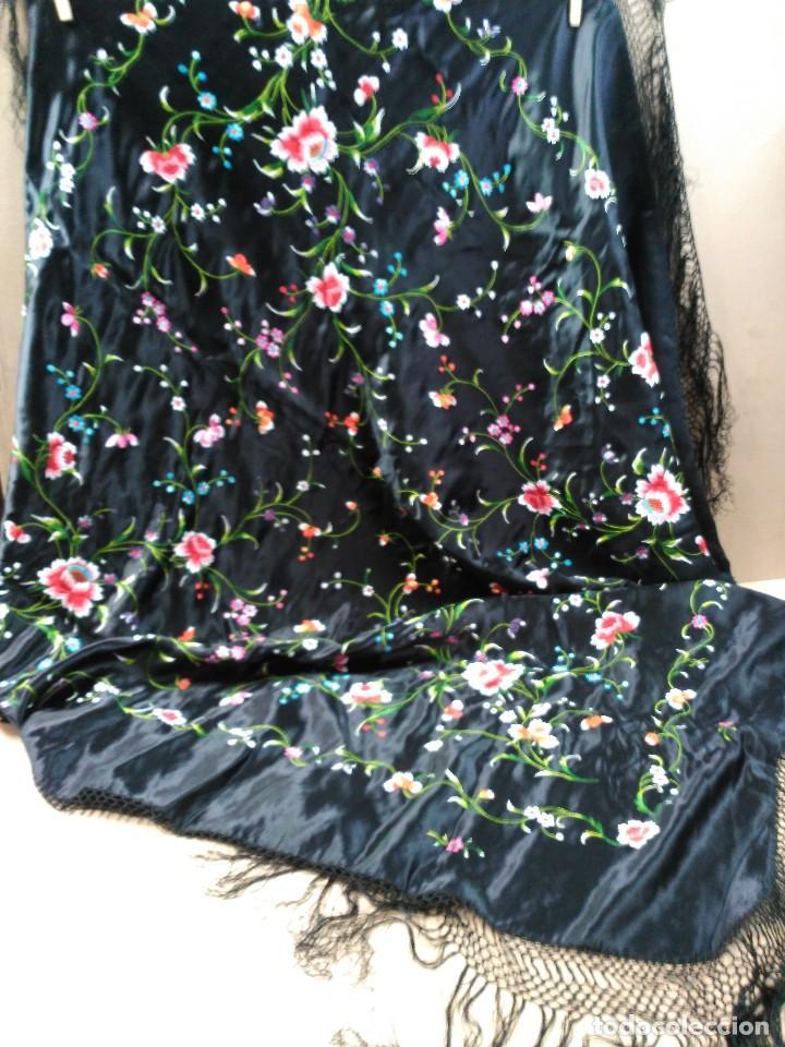 Antigüedades: Manton en seda, negro con flores de colores - Foto 2 - 111088368