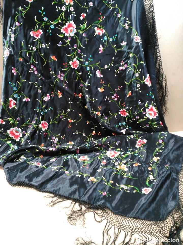 Antigüedades: Manton en seda, negro con flores de colores - Foto 3 - 111088368