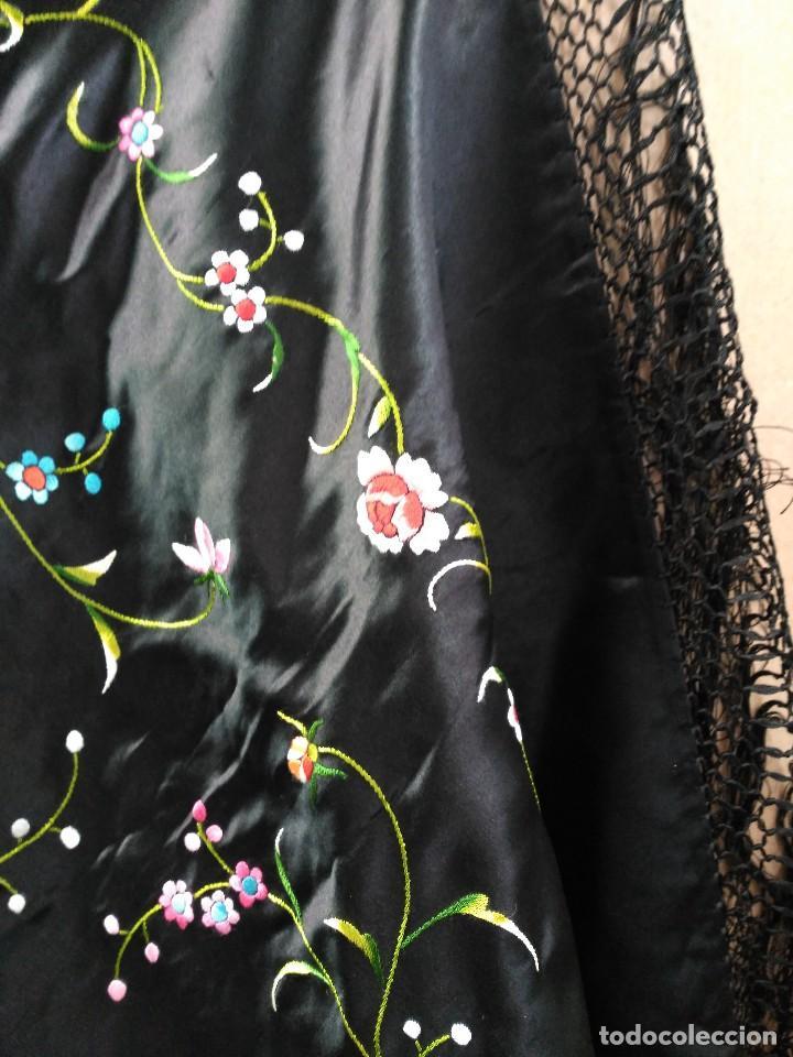Antigüedades: Manton en seda, negro con flores de colores - Foto 4 - 111088368