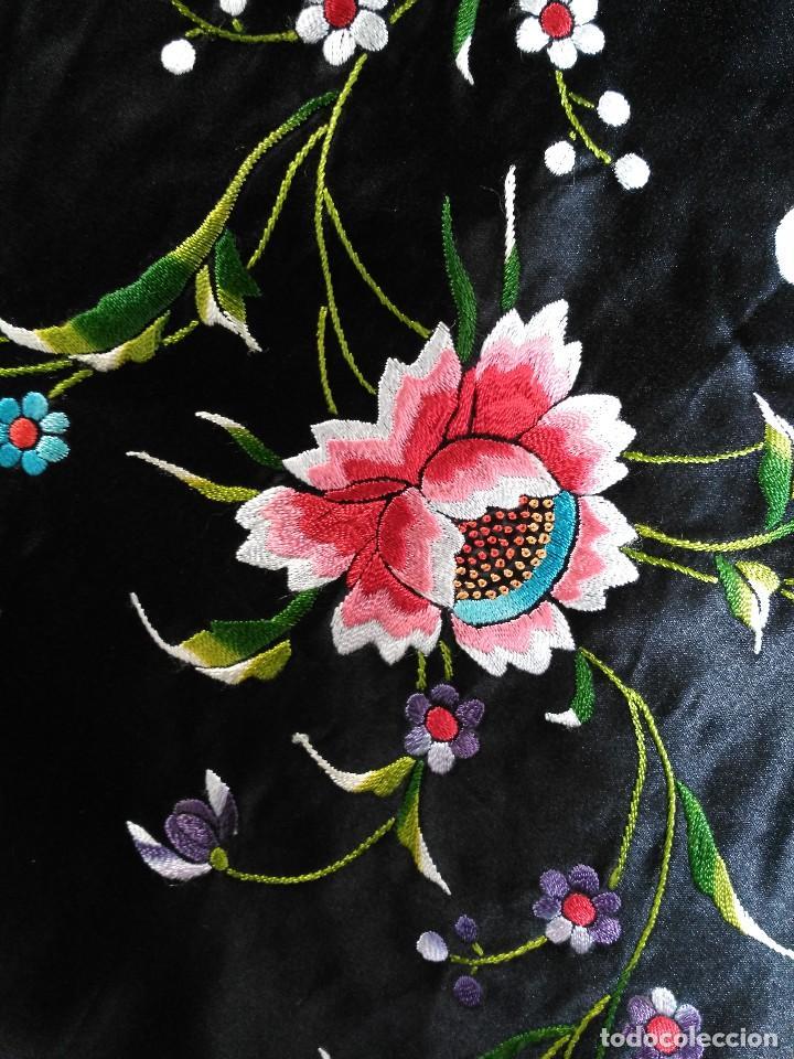 Antigüedades: Manton en seda, negro con flores de colores - Foto 5 - 111088368