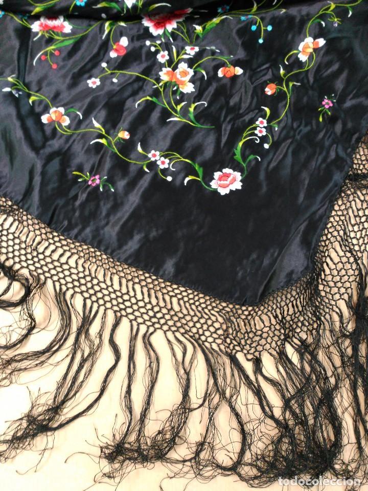 Antigüedades: Manton en seda, negro con flores de colores - Foto 7 - 111088368
