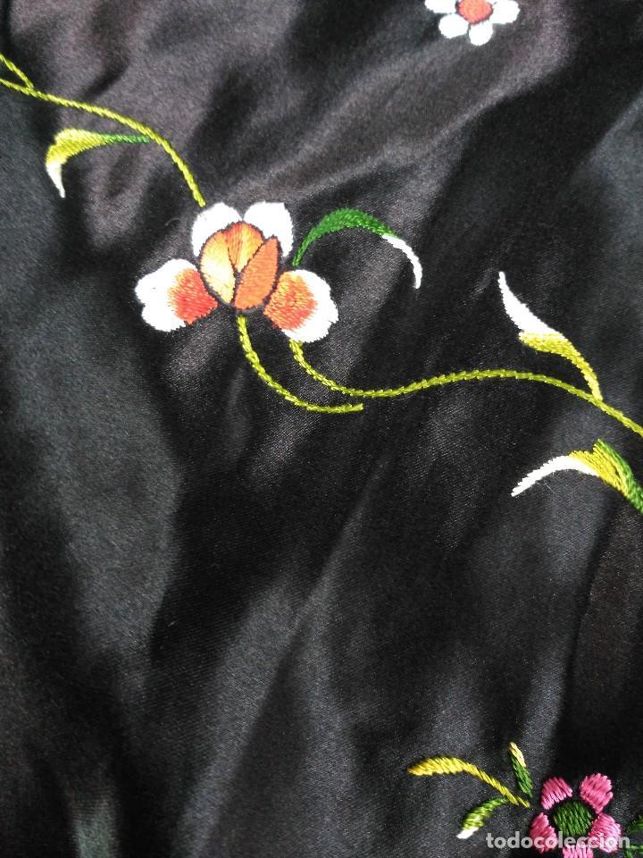 Antigüedades: Manton en seda, negro con flores de colores - Foto 8 - 111088368