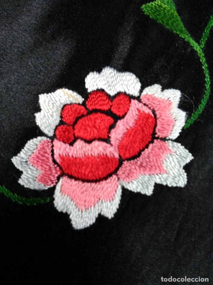 Antigüedades: Manton en seda, negro con flores de colores - Foto 10 - 111088368