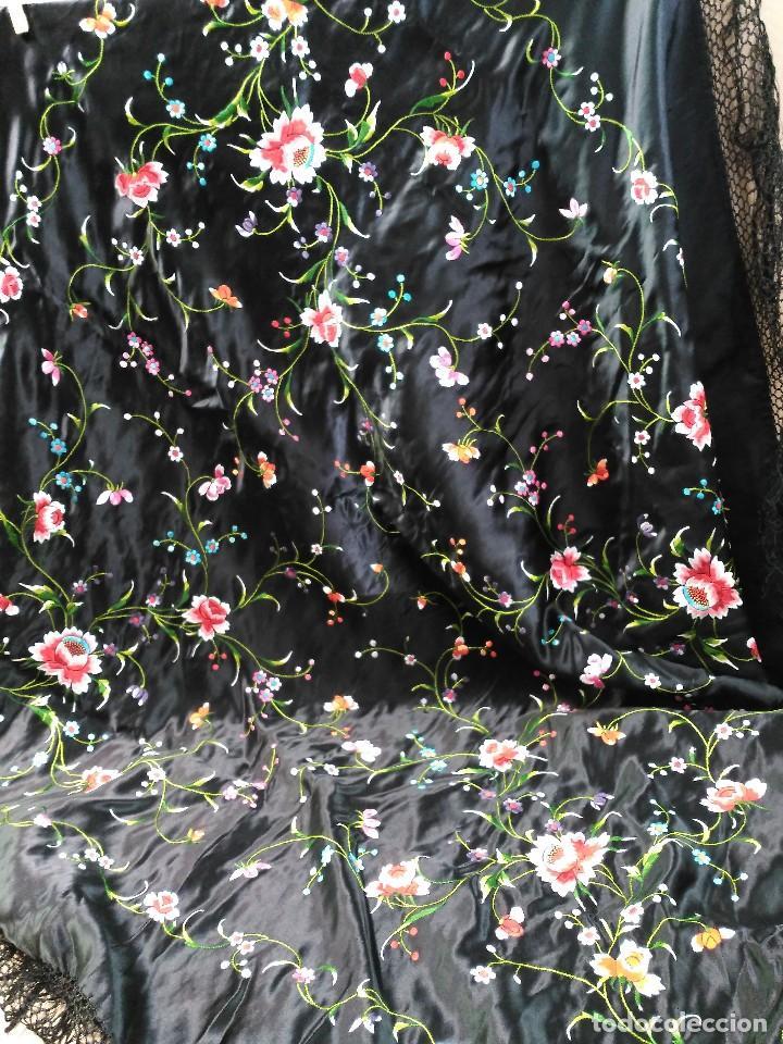 Antigüedades: Manton en seda, negro con flores de colores - Foto 12 - 111088368