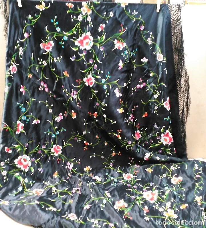 Antigüedades: Manton en seda, negro con flores de colores - Foto 13 - 111088368