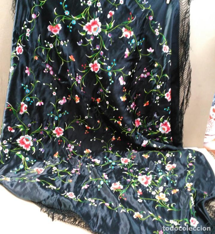 Antigüedades: Manton en seda, negro con flores de colores - Foto 14 - 111088368