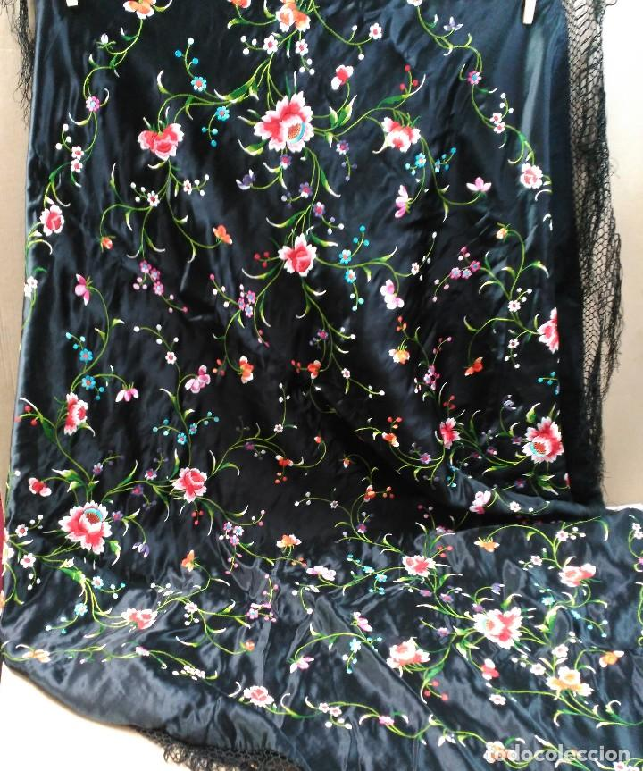 Antigüedades: Manton en seda, negro con flores de colores - Foto 15 - 111088368