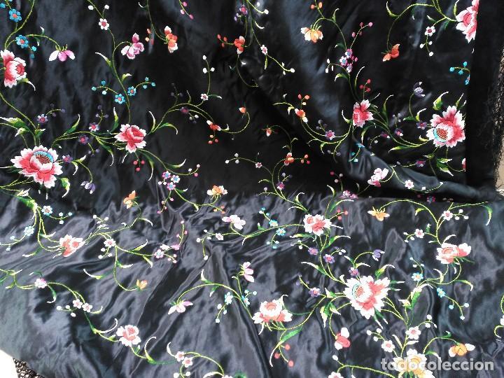 Antigüedades: Manton en seda, negro con flores de colores - Foto 17 - 111088368