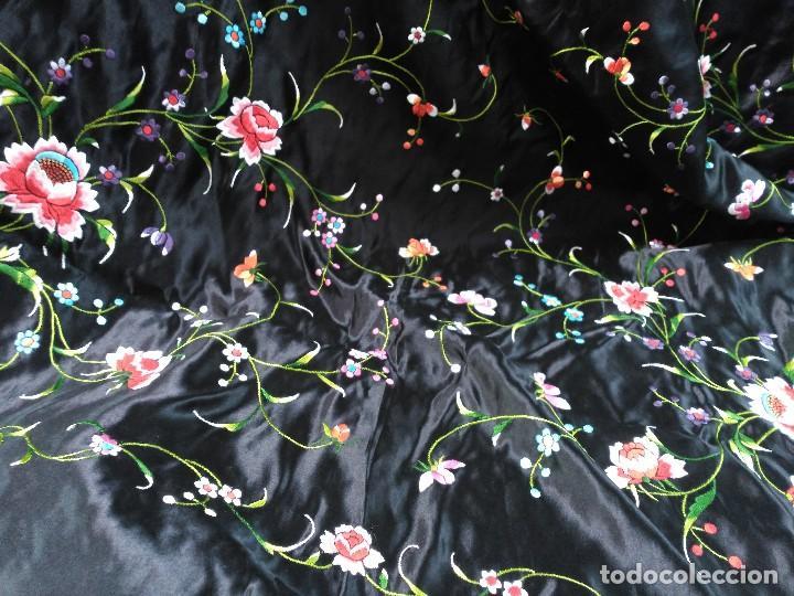 Antigüedades: Manton en seda, negro con flores de colores - Foto 18 - 111088368