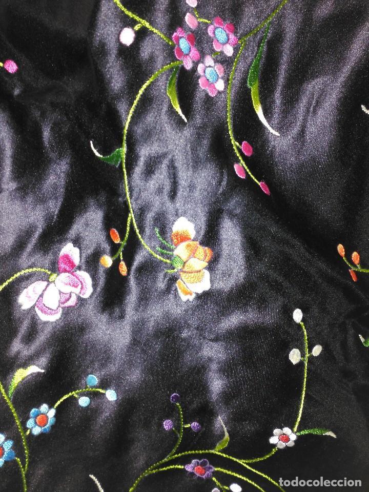 Antigüedades: Manton en seda, negro con flores de colores - Foto 20 - 111088368