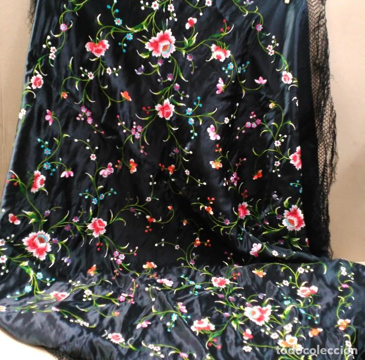 Antigüedades: Manton en seda, negro con flores de colores - Foto 21 - 111088368