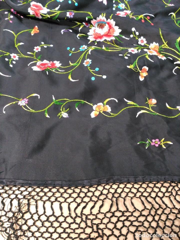 Antigüedades: Manton en seda, negro con flores de colores - Foto 23 - 111088368