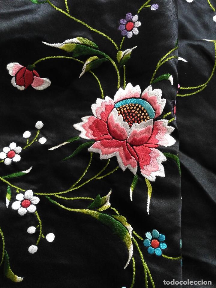 Antigüedades: Manton en seda, negro con flores de colores - Foto 25 - 111088368