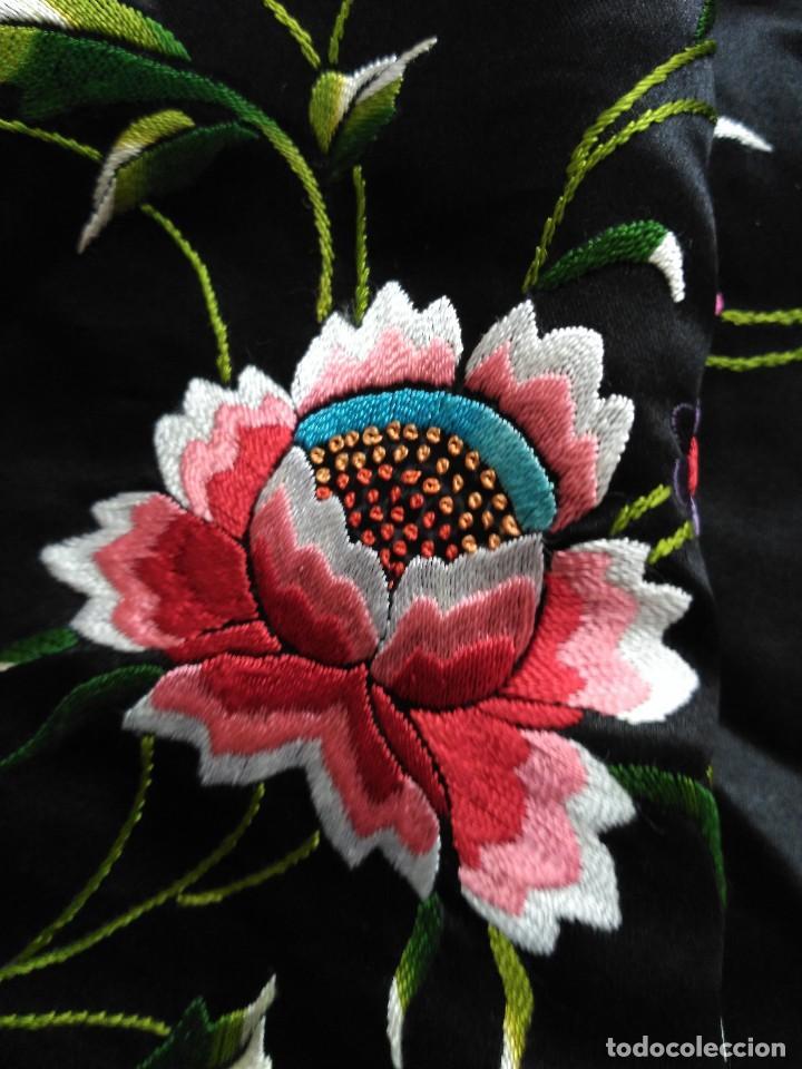 Antigüedades: Manton en seda, negro con flores de colores - Foto 26 - 111088368
