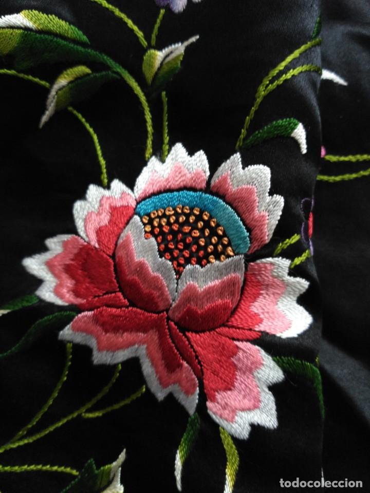 Antigüedades: Manton en seda, negro con flores de colores - Foto 27 - 111088368