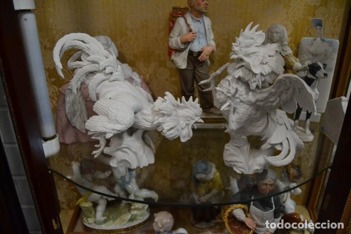 GALLOS EN BISCUIT DE PORCELANA ALGORA (Antigüedades - Porcelanas y Cerámicas - Algora)