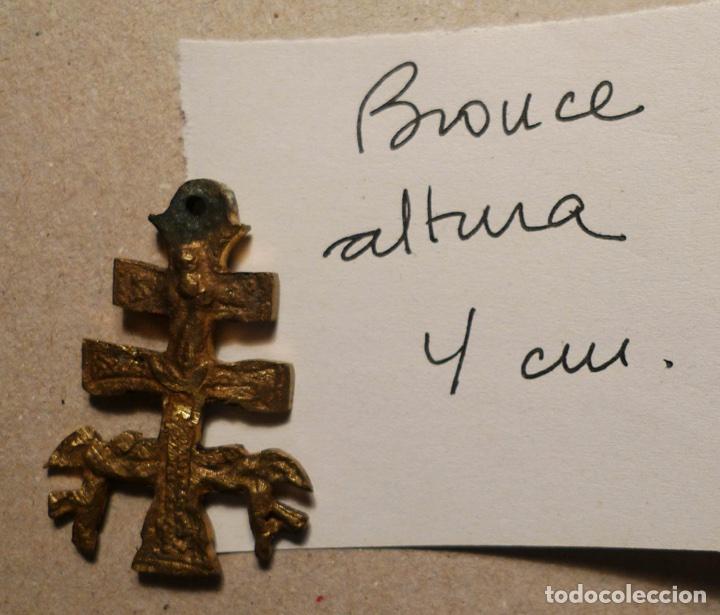 ANTIGUA CRUZ DE CARAVACA DE BRONCE DE 4 CM. DE ALTURA. (Antigüedades - Religiosas - Cruces Antiguas)