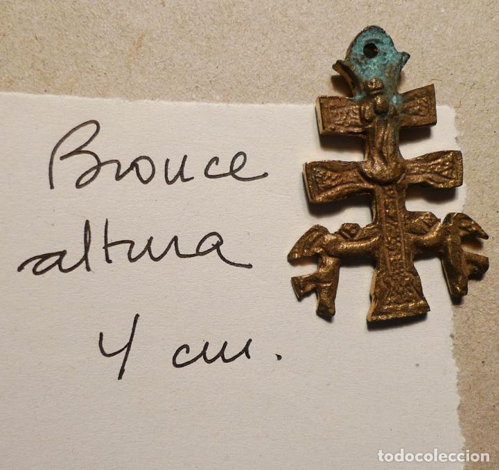 ANTIGUA CRUZ DE CARAVACA DE BRONCE DE 4 CM. DE ALTURA (Antigüedades - Religiosas - Cruces Antiguas)