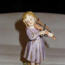 Antigüedades: NIÑA DE PORCELANA MATE ( BISQUIT), TOCANDO EL VIOLÍN, 15 CMS.. Lote 75557031
