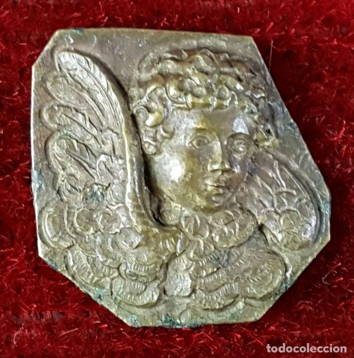 Antigüedades: LOTE DE 3 REMATES O ADORNOS EN LATON. 2 ANGELES Y UN LEON. CIRCA 1950. - Foto 3 - 75583615