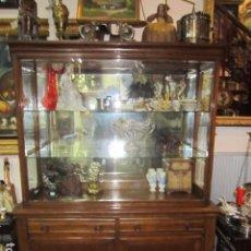 Antigüedades: MUEBLE DE MADERA CON VITRINA, ARMARIO Y DOS CAJONES. 120 X 42 X 165 CMS. ALTURA.. Lote 75587191