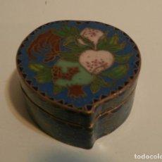 Antigüedades: CAJITA CHINA FORMA DE CORAZON CLOISONNE. Lote 75658639