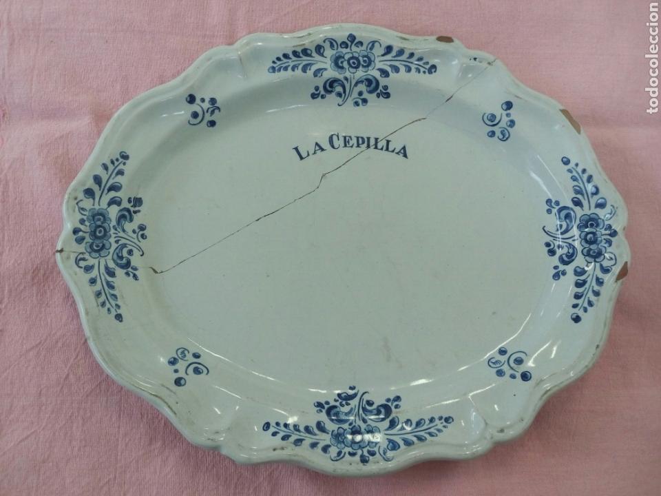 BANDEJA TALAVERA RUIZ DE LUNA - LAÑADA - LA CEPILLA - FINCA DE CAZA BRUNETE MADRID (Antigüedades - Porcelanas y Cerámicas - Talavera)