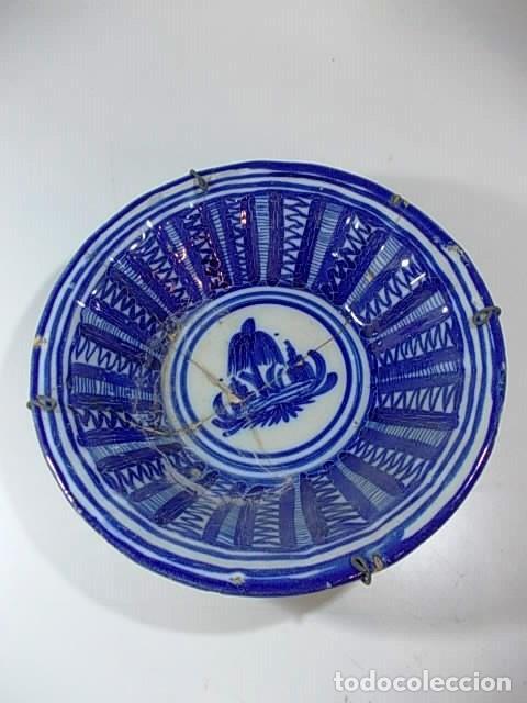 ANTIGUO PLATO FIRMADO VAO DE ALCORA (Antigüedades - Porcelanas y Cerámicas - Alcora)