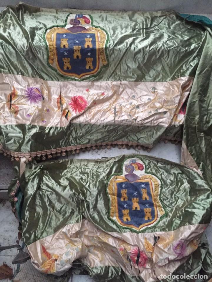 GRAN ORNAMENTO DE SEDA EN PARTE PINTADA Y CON ESCUDOS HERÁLDICOS (Antigüedades - Hogar y Decoración - Tapices Antiguos)