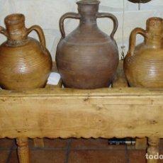 Antigüedades: CANTARERA ANTIGUA DE MADERA CON TRES CÁNTAROS. Lote 75717475