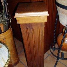 Antigüedades: COLUMNA, PEDESTAL DE MADERA DE NOGAL MACIZA. Lote 75718795