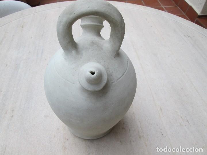 Antigüedades: botijo de barro blanco 26 centimetros de alto - Foto 4 - 75851123