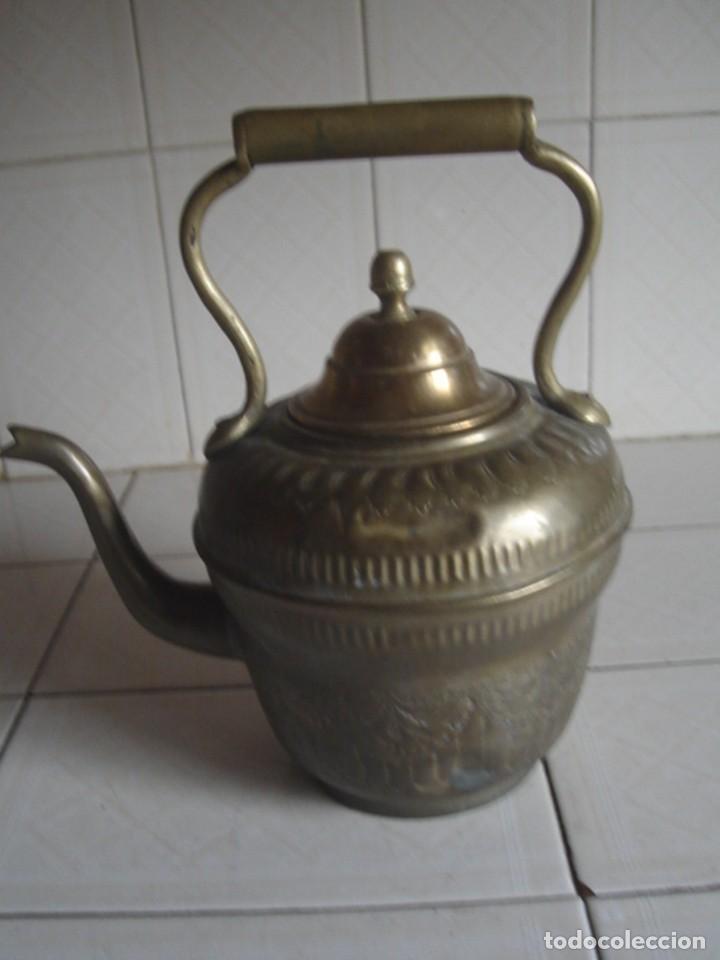 Antigüedades: Marruecos. Aguamanil fezí. Latón. Elaborada decoración incisa y repujada. Marca fabricante. C. 1900 - Foto 2 - 124662792