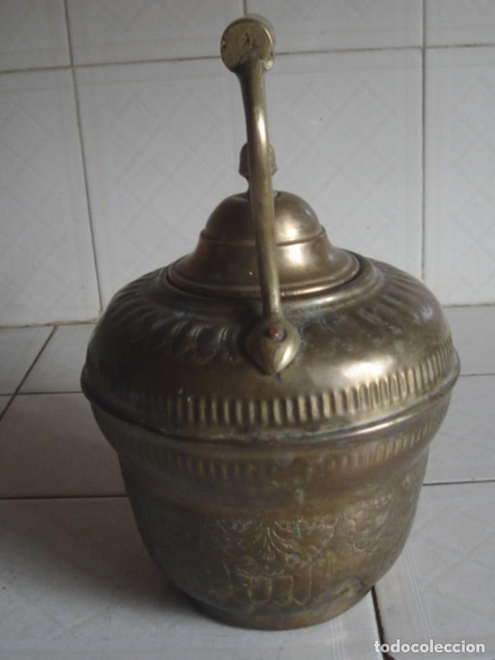 Antigüedades: Marruecos. Aguamanil fezí. Latón. Elaborada decoración incisa y repujada. Marca fabricante. C. 1900 - Foto 3 - 124662792