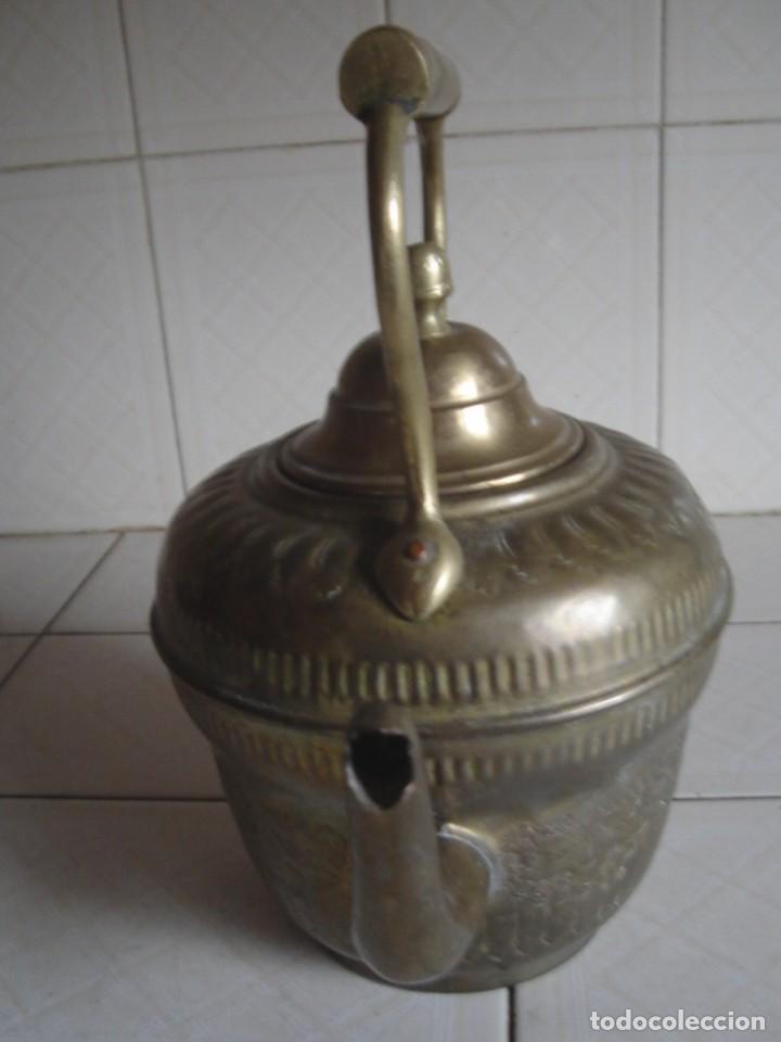 Antigüedades: Marruecos. Aguamanil fezí. Latón. Elaborada decoración incisa y repujada. Marca fabricante. C. 1900 - Foto 5 - 124662792