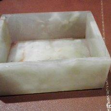 Antigüedades: CAJA DE ONIX VERDE TALLADO. Lote 75897447