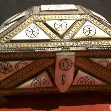 Antigüedades: CAJA JOYERO EN HUESO Y METAL. Lote 75900254