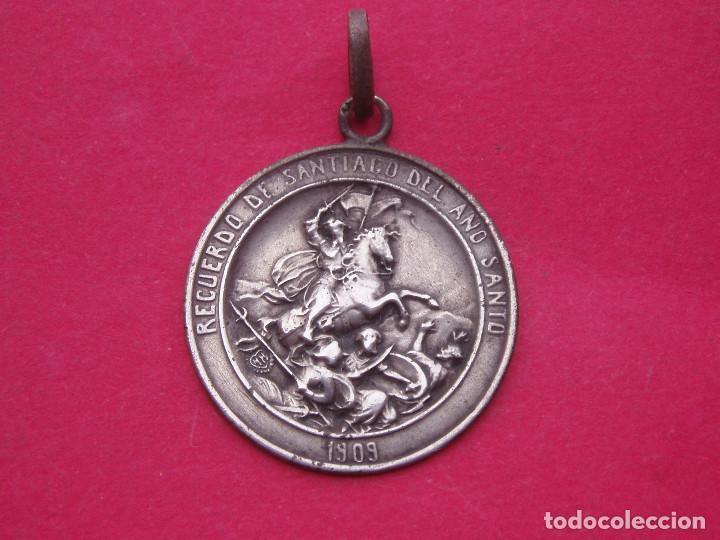 MEDALLA EN PLATA AÑO SANTO SANTIAGO DE COMPOSTELA 1909 (Antigüedades - Religiosas - Medallas Antiguas)