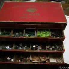 Antigüedades: * ANTIGUA CAJA LA PALETA LLENA DE BOTONES. Lote 75917877