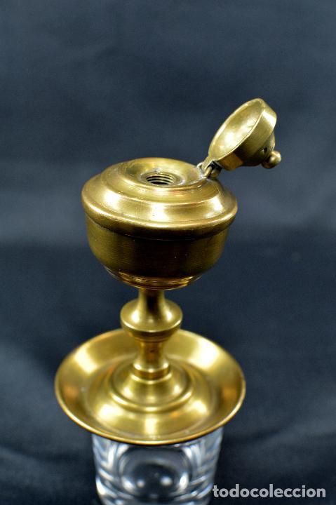 Antigüedades: QUINQUÉ DE METAL (sin mecha) de 10 CM DE ALTO POR 6,5 DE BASE - Foto 2 - 75923547