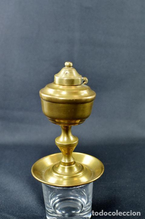 Antigüedades: QUINQUÉ DE METAL (sin mecha) de 10 CM DE ALTO POR 6,5 DE BASE - Foto 4 - 75923547