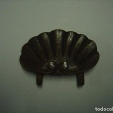 Antigüedades: REMATE DE CABECERO DE CAMA DE NOGAL. SIGLO XIX. CONCHA. Lote 75928815