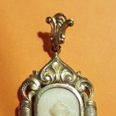 Antigüedades: MEDALLA CAMAFEO VIRGEN MONTSERRAT MORENETA ORO HUESO S. XIX ART NOUVEAU MODERNISTA. Lote 75930335