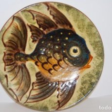 Antigüedades: PLATO DE CERÁMICA DE LA BISBAL - PEZ - FIRMADO PUIGDEMONT. Lote 75956123