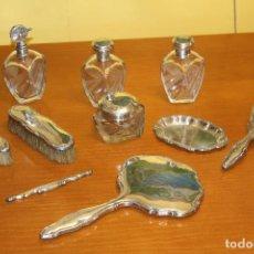 Antigüedades: PLATA ,ESPEJO,CEPILLO,PEINE,BANDEJA,FRASCOS DE PLATA ANTIGUA - AÑOS 30. Lote 75961283