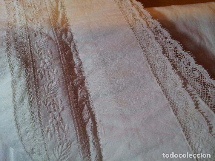 Antigüedades: PAÑO FRENTE ALTAR APARADOR MESA EN ALGODON CON ENCAJES BORDADA CERRADO - Foto 10 - 75967911