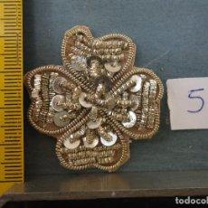 Antigüedades: BORDADO PLATA ANTIGUA PIEZA BORDADA A MANO LENTEJUELAS Y CANUTILLOS VIRGEN SEMANA SANTA NIÑO JESUS. Lote 75988127