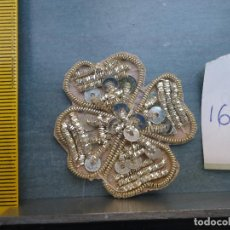 Antigüedades: BORDADO PLATA ANTIGUA PIEZA BORDADA A MANO LENTEJUELAS Y CANUTILLOS VIRGEN SEMANA SANTA NIÑO JESUS. Lote 75994131